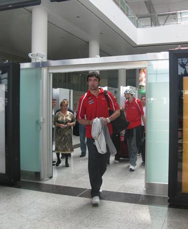 ბელარუსიდან დაბრუნებულ ნაკრებს აეროპორტში დახვედრა მოუწყვეს