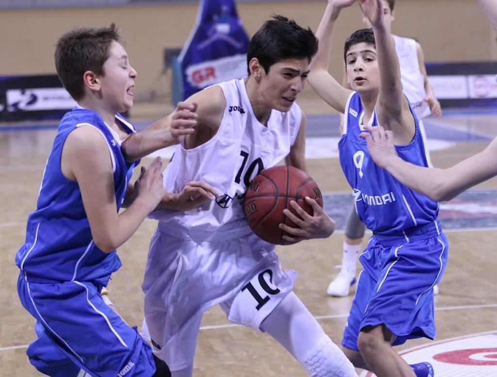 """14-წლამდელთა ჩემპიონატში დაუმარცხებლები """"ჰიუნდაი"""" და """"რუსთავი"""" დარჩნენ"""