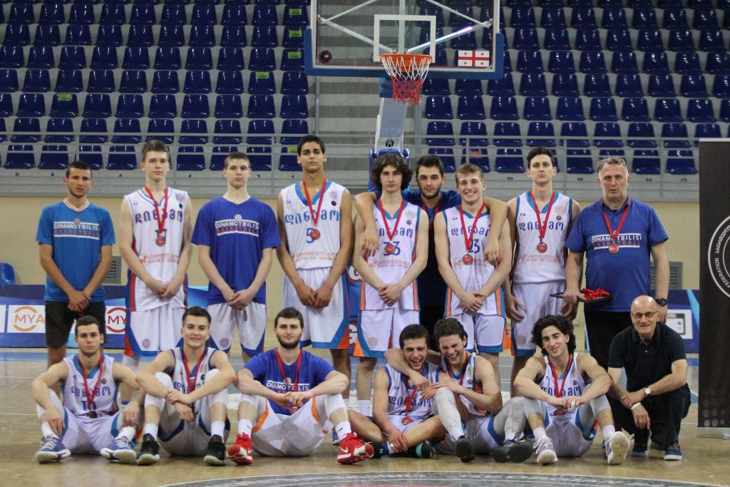 """18-წლამდელთა ჩემპიონატის ბრინჯაოს მედლები """"დინამო თბილისმა"""" მოიგო"""