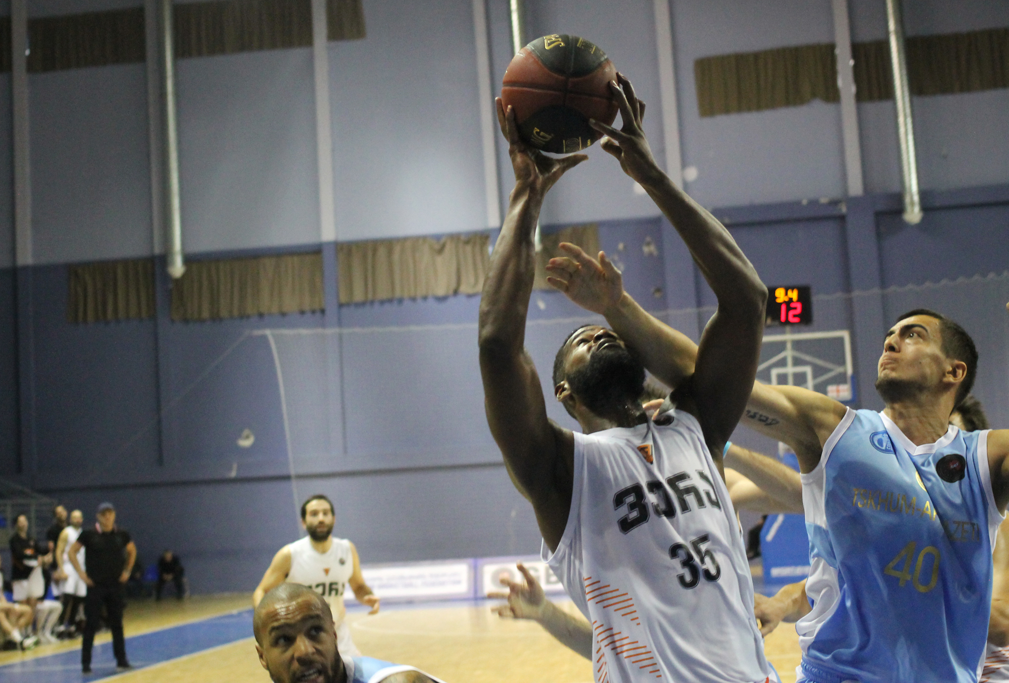 Vera beat Tskhum-Apkhazeti in the final period and returned to the leaders